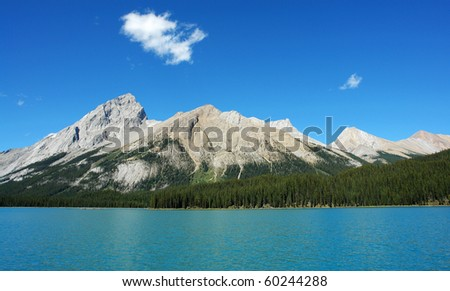 Summer view of the beautiful blue maligne lake and surrounding rocky mountains in jasper national park, alberta, canada