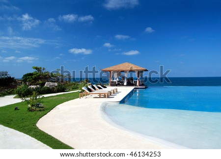 Summerhouse with swimming pool near ocean