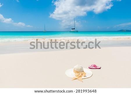 Sun hat at beautiful beach - Relaxing in sunshine
