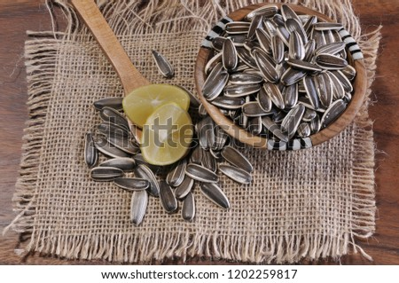 sunflower seeds with lemon