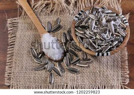 sunflower seeds with salt
