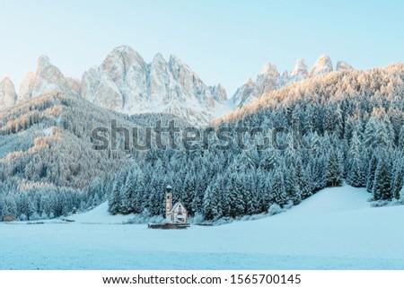 Sunny winter landscape in the morning of Dolomite Alps. St Johann Church with beautiful Dolomiti mountains, Santa Maddalena, Val Di Funes, Dolomites, Italy. Zdjęcia stock ©