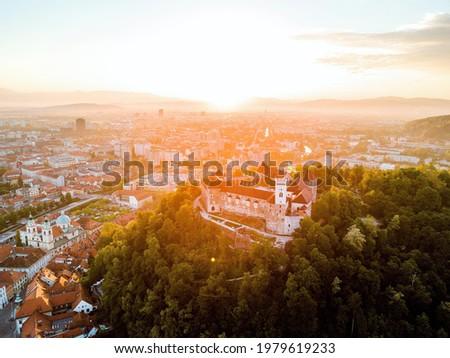 Sunrise above Ljubljana castle in capital city of Slovenia, Ljubljana Stock foto ©
