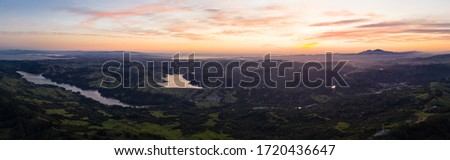 Sunrise greets the tranquil, green hills of the east bay region of Northern California, just east of San Francisco Bay. This beautiful area is green in the winter and spring and golden in the summer. Stockfoto ©
