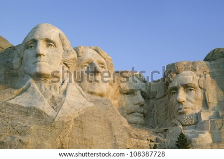 Sunrise on Presidents George Washington, Thomas Jefferson, Teddy Roosevelt and Abraham Lincoln at Mount Rushmore National Memorial, South Dakota