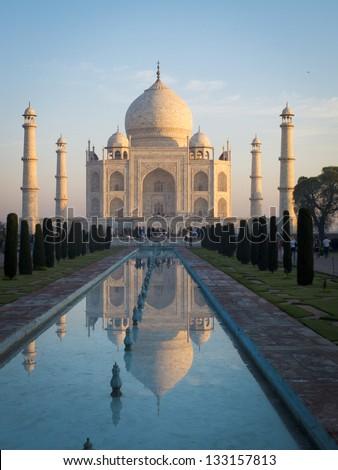 Sunrise on the Taj Mahal, southern view, Agra, India.