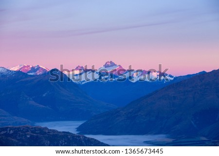 sunrise over Mt Aspiring with clouds over the lower valley, Wanaka, Nea Zealand Foto stock ©