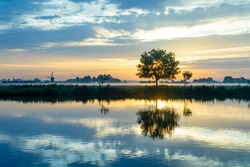Sunrise over the meadows of the Zwanburgerpolder at the Kagerplassen in the South-Holland village of Warmond in the Netherlands.