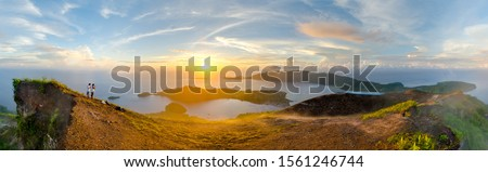 Sunrise panorama, Gunung Api, Banda, Maluku. Banda is the famous hub of Indonesia's Spice Islands, once traded for Manhattan for access to nutmeg, now an enchanting but remote travel destination. Foto stock ©