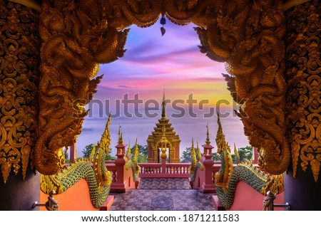 Sunrise with fog at Wat Phra That Doi Phra Chan on the top hill of Doi Phra Chan mountain in Mae Tha, Lampang province, Thailand Foto stock ©