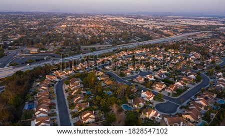 Sunset aerial view of a neighborhood in Chino Hills, California, USA. Foto stock ©