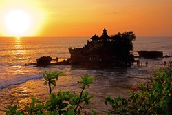 Sunset at Bali's famous Tanah Lot temple, Indonesia