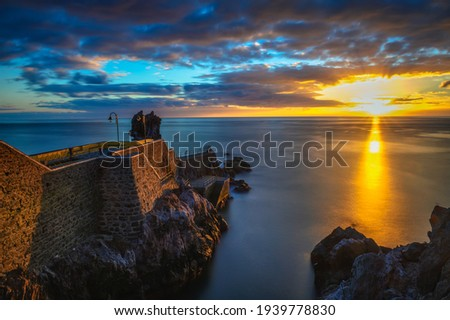 Sunset at the pier of Ponta do Sol in Madeira Island, Portugal Foto stock ©