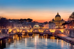 SUnset in Rome with a view to the Sant'Angelo bridge.
