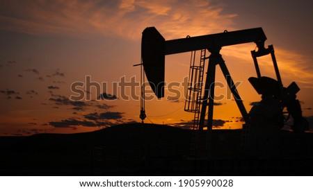 Sunset Oil Well Landscape Rig Stockfoto ©