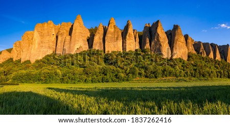 Sunset on monolith rock formation called 'Les Pénitents' near the village of Les Mées. The geologic formation was named for resemblance to monks. Alpes-de-Haute-Provence, PACA Region, France Photo stock ©