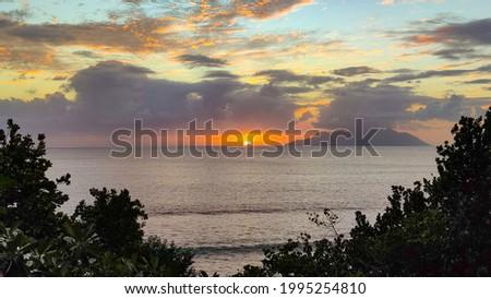 Sunset on Seychelles, Mahe, Beau Vallon. Island on skylane Photo stock ©