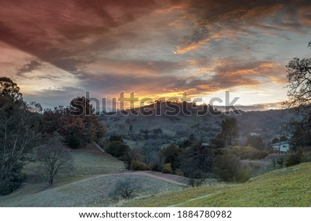 Sunset over Dinosaur Hill Park. Pleasant Hill, Contra Costa County, California, USA. Foto stock ©