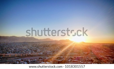 Sunset over El Paso, TX, USA and Juarez, Mexico Foto stock ©
