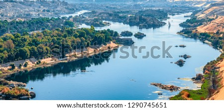 Sunset over the Nile River in the city of Aswan with sandy and deserted shores Stok fotoğraf ©