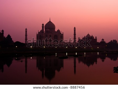 Sunset view of the Taj Mahal reflecting in the Yamuna river - Agra, Uttar Pradesh, India
