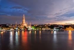 Sunset Wat Arun Ratchawararam in Bangkok , Thailand