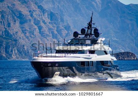 super yacht underway near amalfi coast