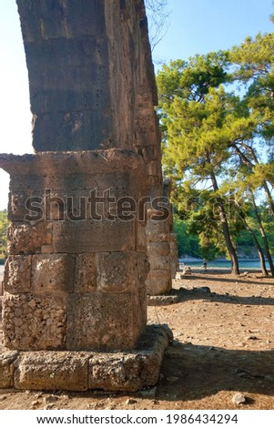 Supports ancient aqueduct in the city of Fazelis in the south of Turkey Foto stock ©