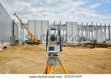 Survey equipment for precise measurement on construction site