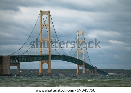 Suspension bridge spanning the Straits of Mackinac to connect the non-contiguous Upper and Lower peninsulas of the U.S. state of Michigan