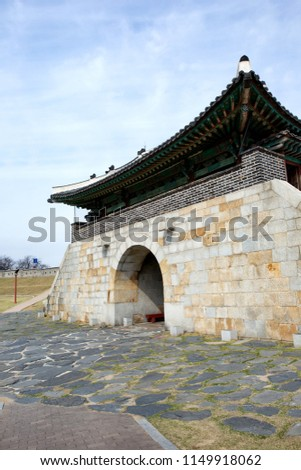 Suwon Hwaseong Fortress is a fortress wall during the Joseon Dynasty and is a World Heritage Site owned by Korea. Zdjęcia stock ©