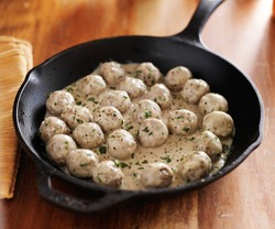 swedish meatballs in iron skillet