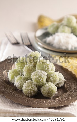 sweet boiled ball dessert, roll over the grated coconut. place on a silver tray.