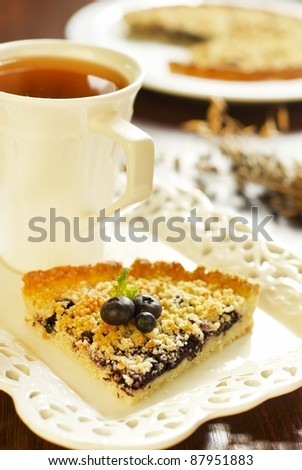 Sweet pie with oat-flakes and blueberry jam