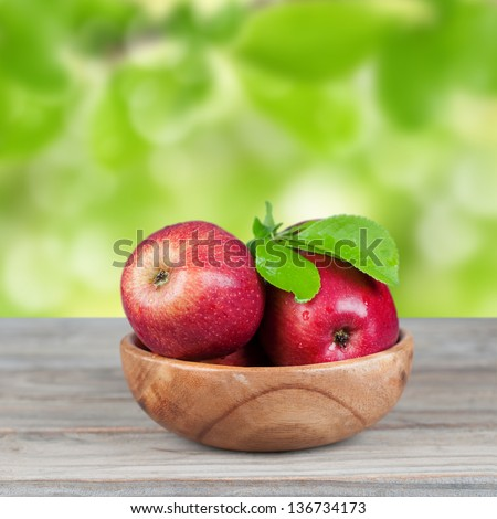 Sweet red apple in the bowl