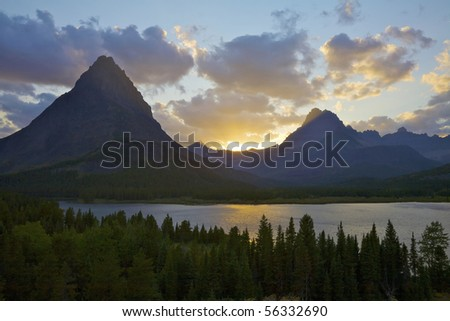 swiftcurrent lake and mount grinnell at sunet glacier national park