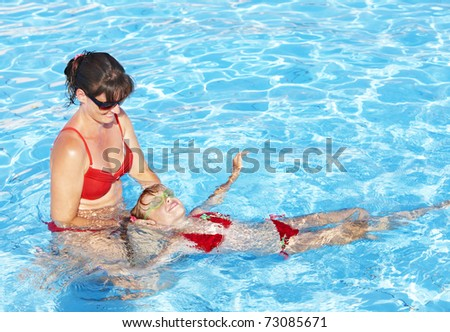 Swimming Instructor learn little girl swim.