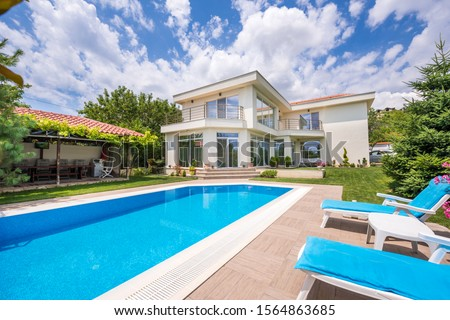 swimming pool in luxury house Foto stock ©