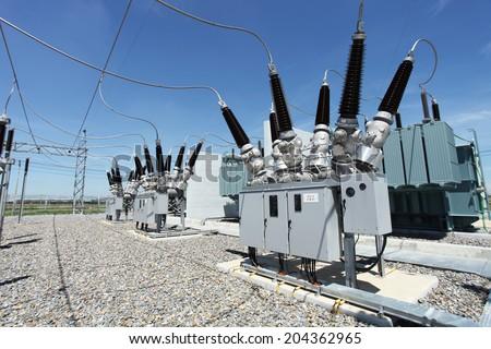 Switchgear equipment of dead tank circuit breaker