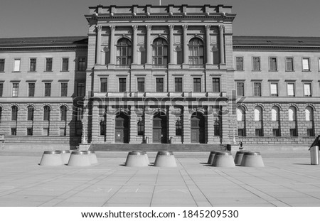 Switzerland: The federal council has spoken 40 Billions of Swiss Francs to help the economy in times of Covid19 log down. The banks can give credits to the enterprises Photo stock ©