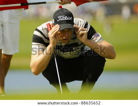 SYDNEY - NOV 11: American golfer Nick Watney studies his line during the second round in the Australian Open at The Lakes golf course. Sydney, November 11, 2011