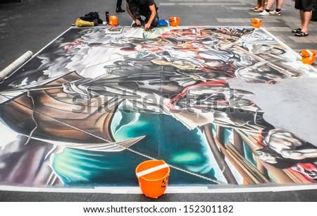SYDNEY-OCOBER 31 : Street artist painting on the floor at Sydney ,Australia on October 31,2011 .Street artist was performed around the city.