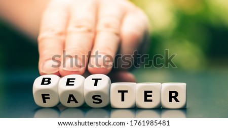 Symbol for better work instead of faster work. Hand turns dice and changes the word 'faster' to 'better'. Stock foto ©