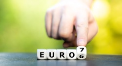 Symbol for the change of the European Emission Regulation from the Euro 6 Emission Norm to the Euro 7 Norm.