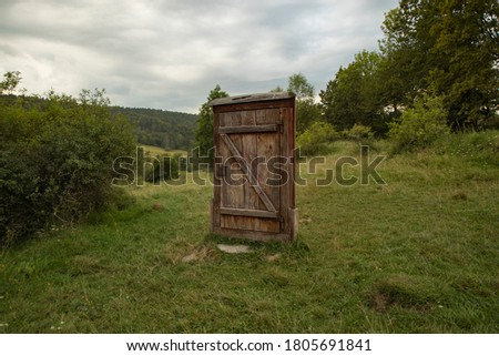Symbolic door to the abandoned Lemko village of Czarne in the Low Beskids (Poland). Sightseeing, tourism, history of the region, treeking Zdjęcia stock ©