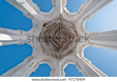 Symmetric columns composition, eight white pillars, rounded ceiling