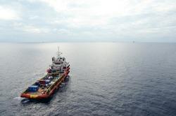 Sypply boat tie up at drilling rig