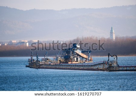 system for mining stones and silting from the bottom of a lake or quarry, a plant or factory on the water. Zywieckie Kopalnie Kruszyw - Zywiec Mines . Zdjęcia stock ©