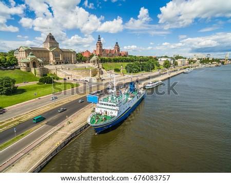 Szczecin - Bulwar and Chrobrego Shafts. Whalebone pier with moored boats. City landscape with bird's eye view. Zdjęcia stock ©