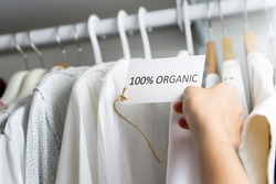 T-shirt made of 100% organic materials.